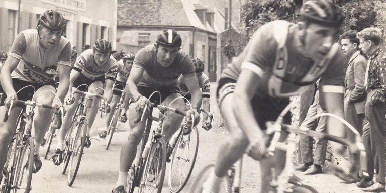 Tout savoir sur le casque vélo, des années d'avant guerre à nos jours
